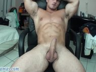 Horny Bodybuilder Jacks N...