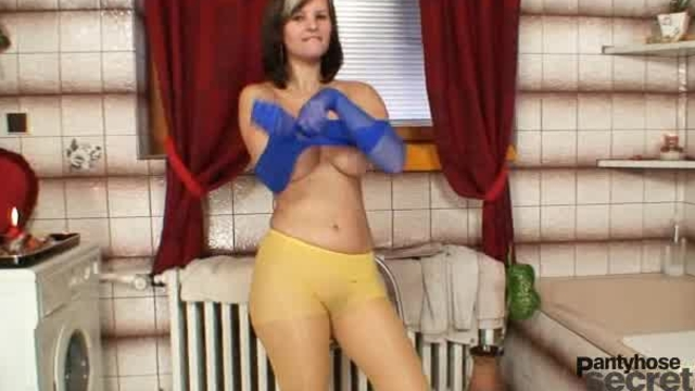 Busty babe Julia loves nylons all over her body