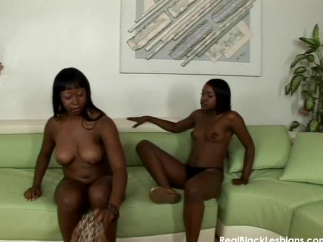 Pretty black lesbian pussylicking action