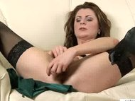 Deep milf  pussy penetrat...