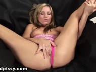 Jessica Rox Playing Wet U...