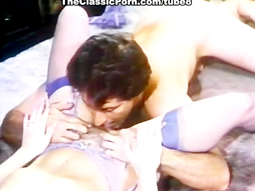 Hot retro lady fuck on the floor