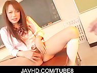 Petite asian schoolgirl Nazuna Otoi stripping down her skirt