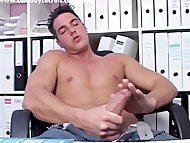 Sexy Muscle Guy Jerking H...