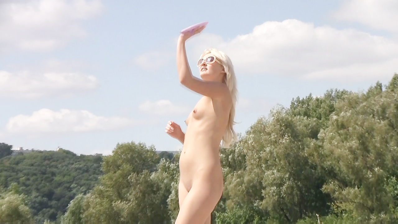 Sexy friends give a show with their love of nudism