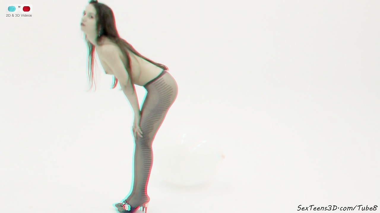 Teen girl posing in the studio 3D porn backstage