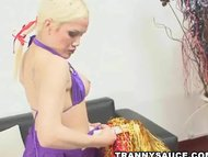 tranny babe gets her ass licked and hard cock tugged
