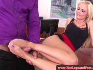Vanda Lust in office sucking