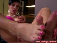 Emylia Argan uses her feet