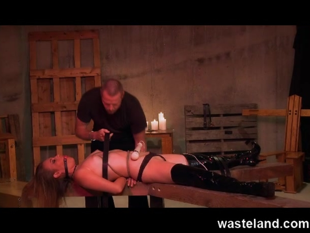 Wasteland BDSM Sex Master Ties Sex Slave up and makes her cum