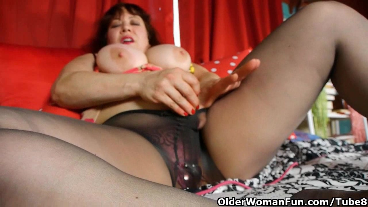 pantyhosepussy Wedding Pantyhose Pussy Mature romantic Chubby mom is dildoing her mature pussy through pantyhose