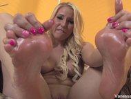 Vanessa Cage sucks her feet