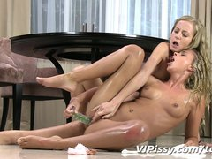 Fingering Blonde Dildo vid: Hot blonde babes swap golden showers