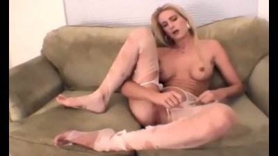 Blonde amateur cutie rips up her sheer pantyhose