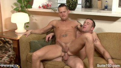Married guy gets fucked by a horny gay