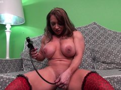 Solo Milf Masturbating video: BrandiMae Pumps Her Big Muscle Clit