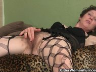 Hairy mom gets herself off before a date