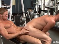 Sexy jocks fuck in the gym