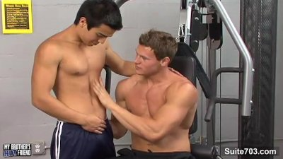 Hot gays fucking asses in the gym