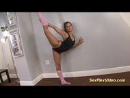 flexi gymnast loves deepthroat