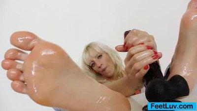 Kinky blonde Bella Morgan sweet foot