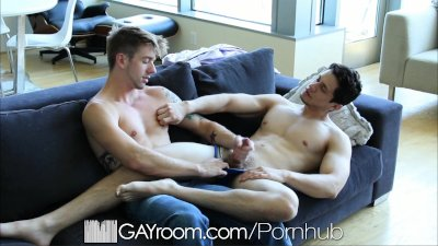 GayRoom Hot guy comes back home for a good fuck