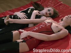 Lesbian Lust in Lubed Latex