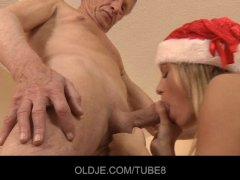 Messy but horny Santa girl fucks Oldje on the floor