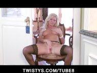 Shaved blonde MILF Niki L...