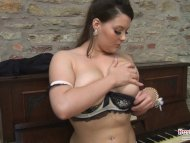 Toni Leanne Plays With He...