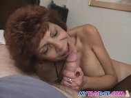 Milf gets naked with a sm...