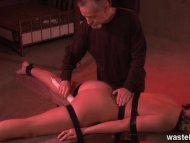 Bearded master ties her d...