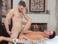 Manroyale Hairy masseur s...