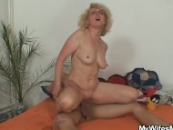 She finds her old mom rid...