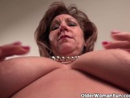 Pantyhosed mom unleashes ...