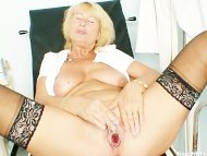 Blonde milf Greta big nat...