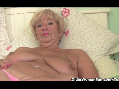 Porno Video of Chubby Granny Gets Her Old Pussy Fingered By Photographer