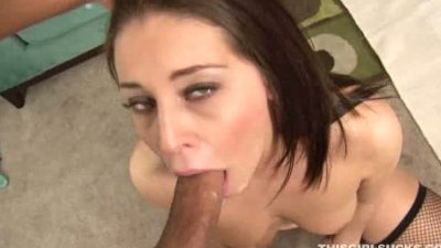 lovely brunette giving a good BJ and then gets facialized