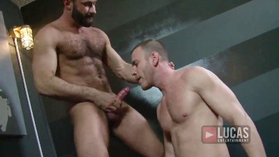 Straight Hot Guys Suck Cock After the Gym