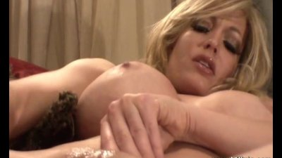 Big Boobs MILFMia Plays With Her Wet Pussy