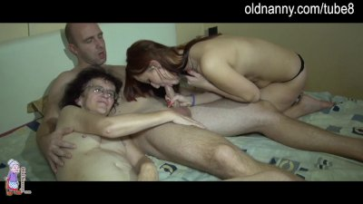 Old lady and hot young girl are suckin a dick together