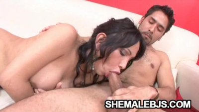 Vanesa - Curvatious Shemale An Oral Sex Expert
