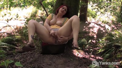Chubby Amateur Hannah Toying Her Pussy In Public