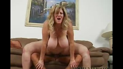 BBW Deedra Spreads Those Chunky Legs For Fucking
