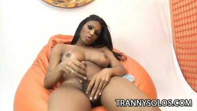 Andreia Oliveira: Spicy Latin Tranny Tugging Her Tool