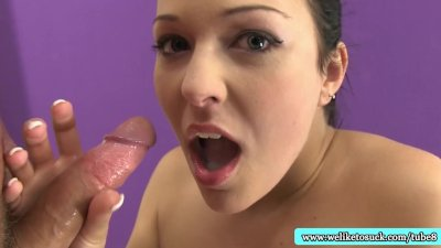 Amateur blowjob babe loves jizz in mouth