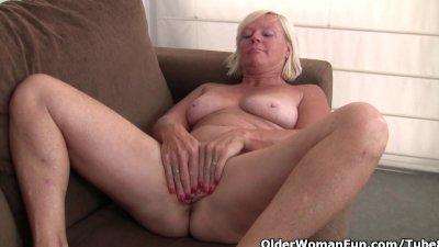 Belgium grandma loves masturbating in pantyhose