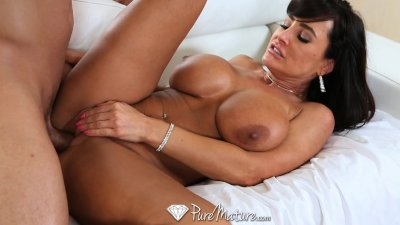 HD - PureMature Super Hot milf Lisa Ann seduces poolboy