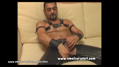 Aussie Lad Lewis Dons His Hot Leather Gear For A Solo Jackoff Video