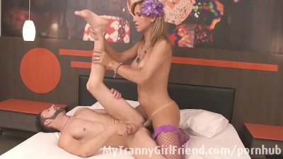 Tranny Adrielly Vendraminy fucks a guy